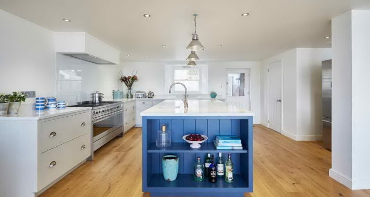 Clean clines in this contemporary kitchen